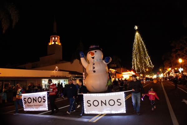 santa barbara lighting trolley photo credit fritz olenberger downtown holiday parade santa barbara