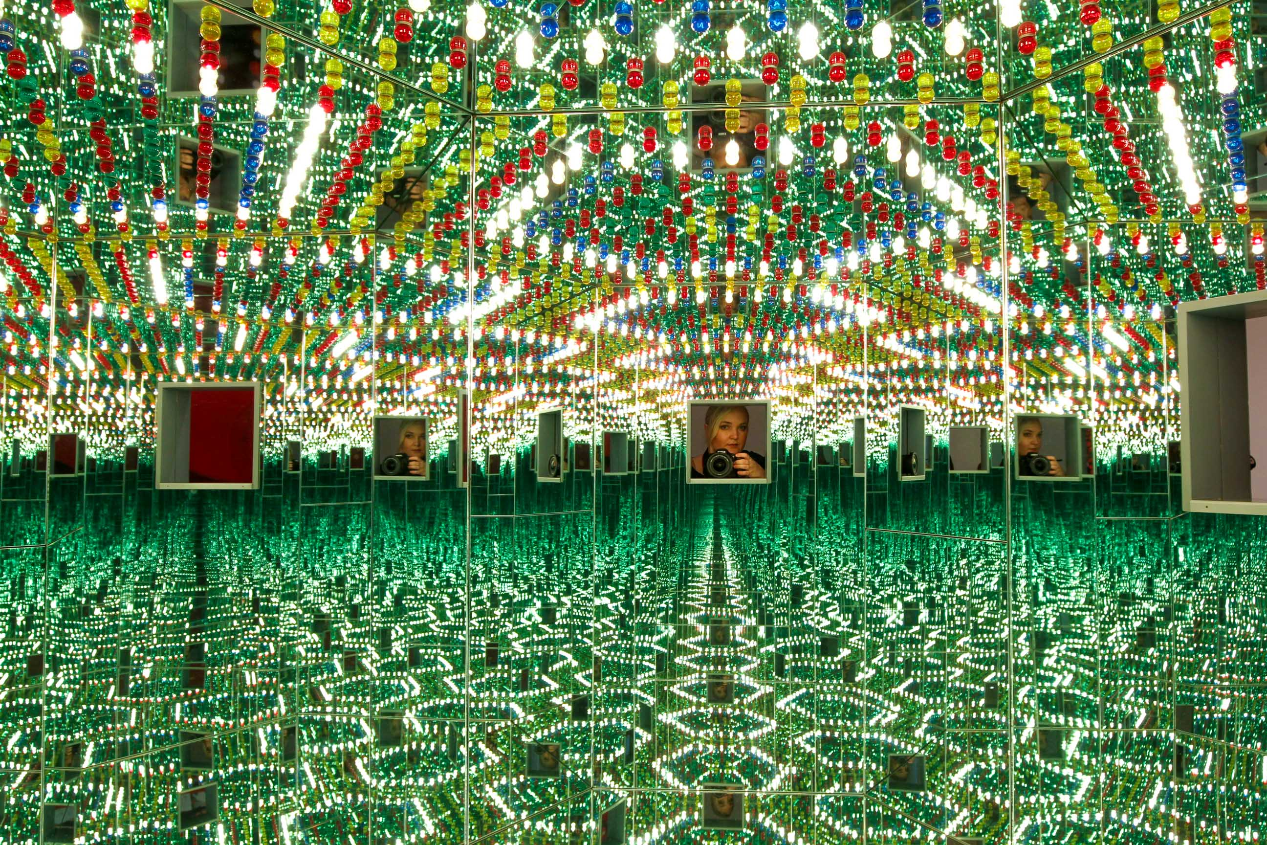 Insider Tips for Making the Most Out of Kusama Infinity Mirrors Exhibit